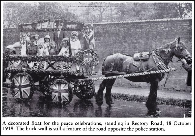 decorated float waiting in Rectory Road 1919